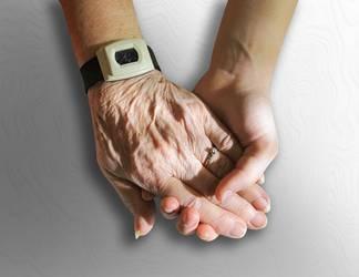 Junge und alte Hand halten sich