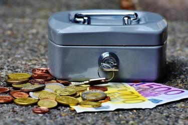 Geldkassette und Geld