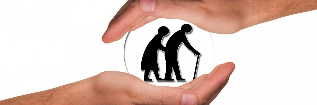 Grafik von zwei älteren Menschen mit Krückstock schützend zwischen zwei Händen ©Pixabay